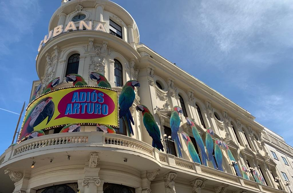 «Adiós, Arturo»: cómo hacer un montaje sobre una fachada protegida