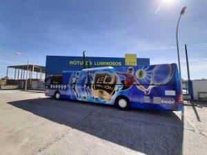 Autobús vinilado con vinilo fundido